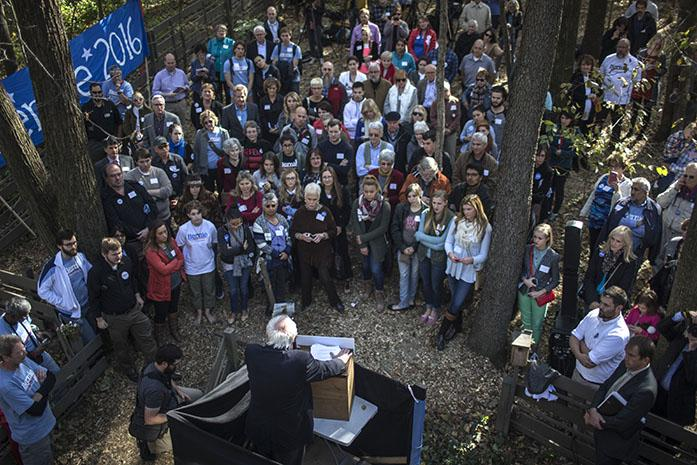Vermont+Senator+Bernie+Sanders+addresses+a+crowd+just+outside+the+Krapf+and+Brau+home+on+Sunday%2C+Oct.+18%2C+2015.+Sanders+made+three+stops+in+Iowa+to+gain+support+for+his+campaign.+%28The+Daily+Iowan%2FSergio+Flores%29