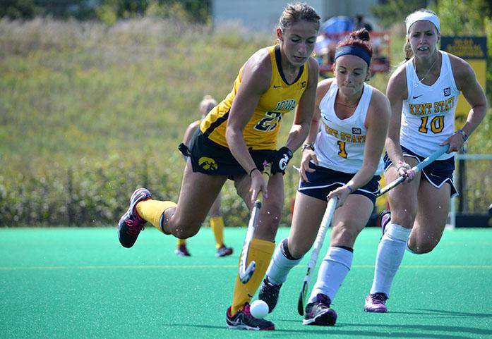 Iowa+midfielder+Isabella+Licciardello+runs+with+the+ball+at+Grant+Field+on+Saturday%2C+Sept.+12%2C+2015.+The+Hawkeyes+defeated+the+Golden+Flashes+7-1.+%28The+Daily+Iowan%2FValerie+Burke%29