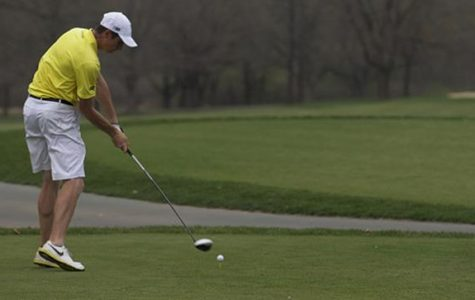Men's golf rallies, ends up fourth