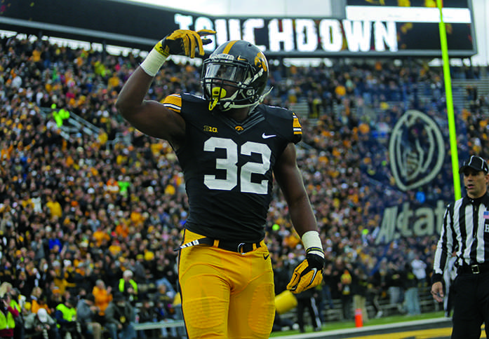 Iowa+running+back+Derrick+Mitchell+Jr.+celebrates+his+touchdown+during+the+Iowa-Maryland+game+at+Kinnick+Stadium+on+Saturday%2C+Oct.+31%2C+2015.+The+Hawkeyes+defeated+the+Terrapins+to+stay+undefeated%2C+31-15.+%28The+Daily+Iowan%2FMargaret+Kispert%29