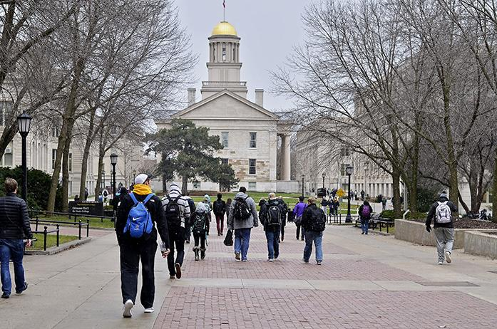 Students+walk+down+the+T.+Anne+Cleary+Walkway+in-between+classes+on+December+2%2C+2015+at+the+university+of+Iowa.+%28File+photo%2FThe+Daily+Iowan%29