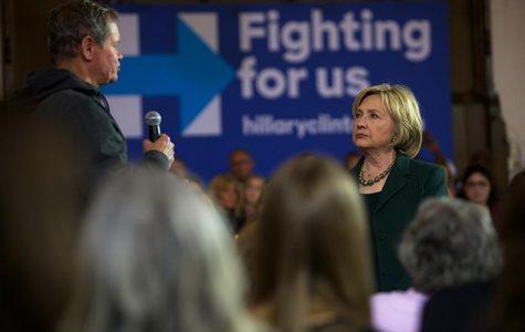 Clinton returns to Iowa City