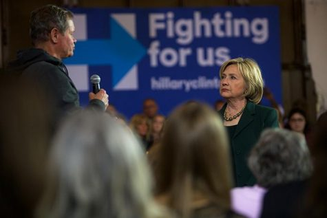 Clinton returns to Iowa City