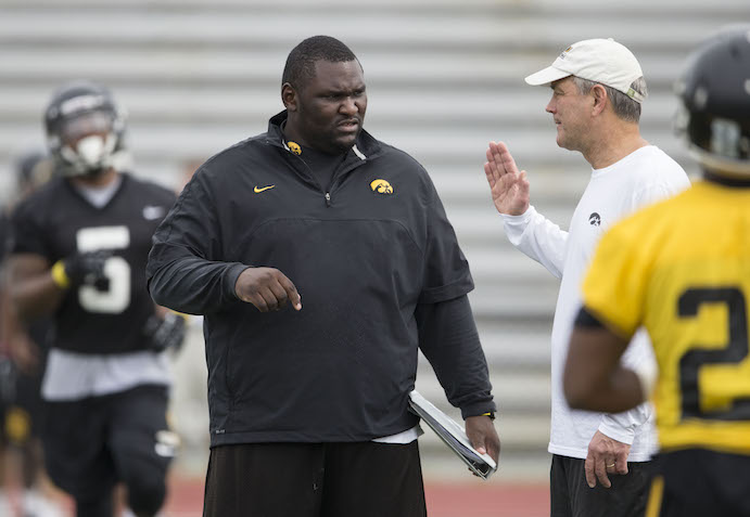 Iowa+Hawkeyes+head+coach+Kirk+Ferentz++talks+with+graduate+assistant+Kelvin+Bell+during+the+team%27s+13th+Outback+Bowl+Practice+Saturday%2C+Dec.+28%2C+2013+as+they+prepare+to+face+the+LSU+Tigers+in+Tampa.++%28Brian+Ray%2Fhawkeyesports.com%29