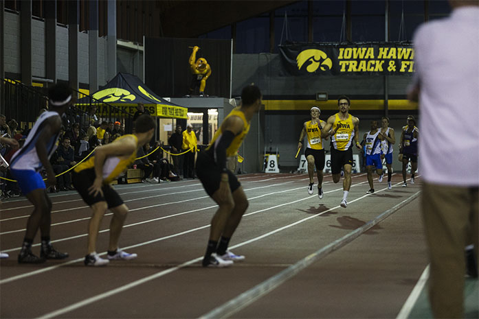 Iowa%27s+Brendan+Thompson+%28relay+A%29+and+Mitch+Wolff+%28relay+B%29+make+their+way+to+the+hand-off+exchange+zone+during+the+Men%27s+4X400+Meter+Relay+at+the+Iowa+Dual+meet+on+Saturday%2C+Jan.+16%2C+2016.+Iowa%27s+A+relay+consisting+of+Brendan+Thompson%2C+Aaron+Mallett%2C+Ryan+Dorman+and+Mar%27yea+Harris+finished+in+first+place+with+a+combined+time+of+3%3A16.06.+%28The+Daily+Iowan%2FBrooklynn+Kascel%29