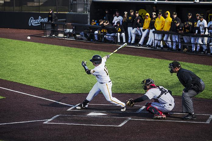 Baseball Back In The Groove The Daily Iowan