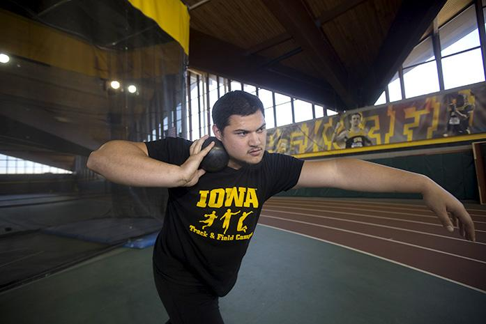 Iowa+thrower+Reno+Tuufuli+warms+up+at+practice+with+shot+put+in+the+Recreation+Building+on+Monday%2C+March+28%2C+2016.+Tuufuli+placed+fifth+in+shot+put+in+the+indoor+Big+Ten+Championships+this+year.+%28The+Daily+Iowan%2FMargaret+Kispert%29