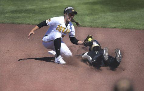 Northwestern sweeps softball Hawks