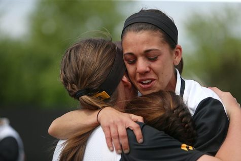 Early blow out sinks softball