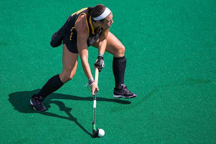 Iowa+forward+Natalie+Cafone+looks+for+an+open+player+during+the+Iowa+v.+Saint+Louis+game+at+Grant+Field+on+Sunday%2C+Sept.+4%2C+2016.+The+Hawkeyes+defeated+the+Billikens+11-0.+%28The+Daily+Iowan%2FAnthony+Vazquez%29