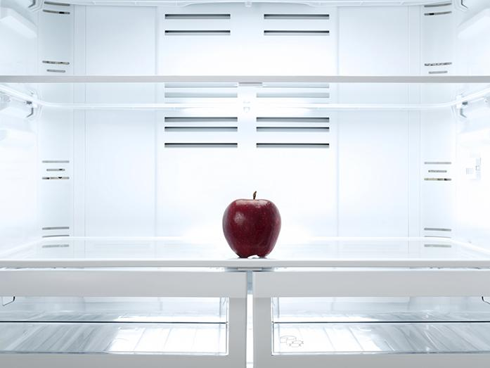 red+apple+in+the+refrigerator