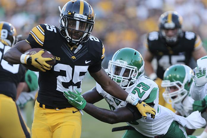 Iowa+running+back+Akrum+Wadley+attempts+to+avoid+a+tackle+by+North+Texas+defensive+back+Kishawn+McClain+during+the+Iowa-North+Texas+game+in+Kinnick+Stadium+on+Saturday%2C+Sept.+26%2C+2015.+The+Hawkeyes+defeated+the+Mean+Green%2C+62-16.+%28The+Daily+Iowan%2FValerie+Burke%29