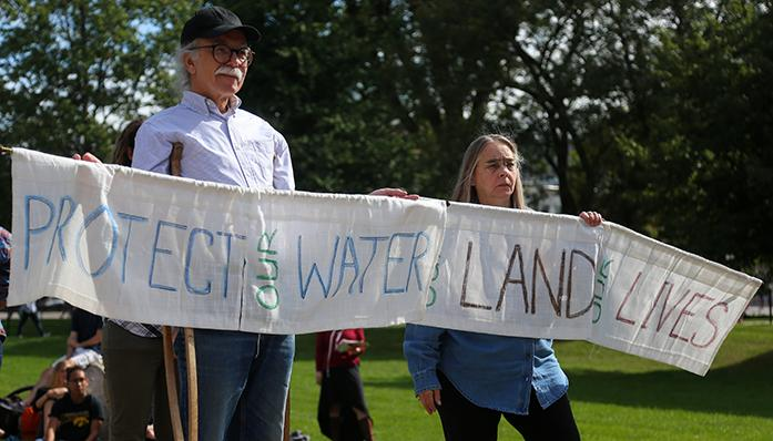 Locals+participate+in+a+peaceful+protest+regarding+the+Dakota+Access+Pipeline+at+the+Pentacrest+on+Monday%2C+October+10%2C+2016.+The+protest+happened+from+12%3A30-1%3A30+that+contained+an+open+mic+allowing+people+to+speak+their+opinions.+%28The+Daily+Iowan%2F+Alex+Kroeze%29