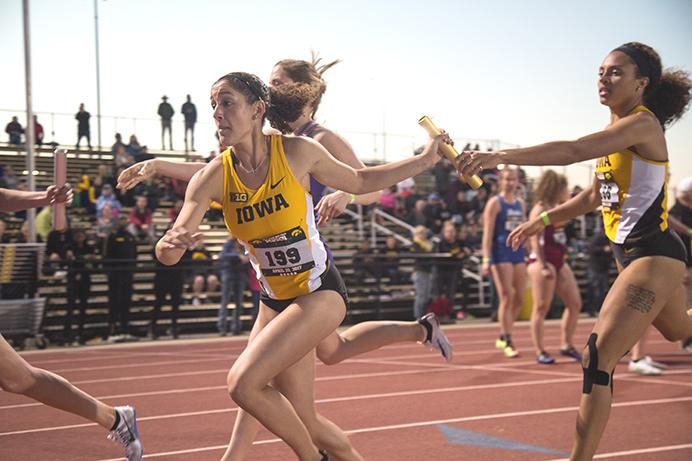 Iowa%27s+Tia+Saunders+takes+the+baton+from+her+teammate+during+the+18th+annual+Musco+Twilight+in+Francis+X.+Cretzmeyer+Track+in+Iowa+City%2C+Iowa+on+Saturday%2C+April+22%2C+2017.+