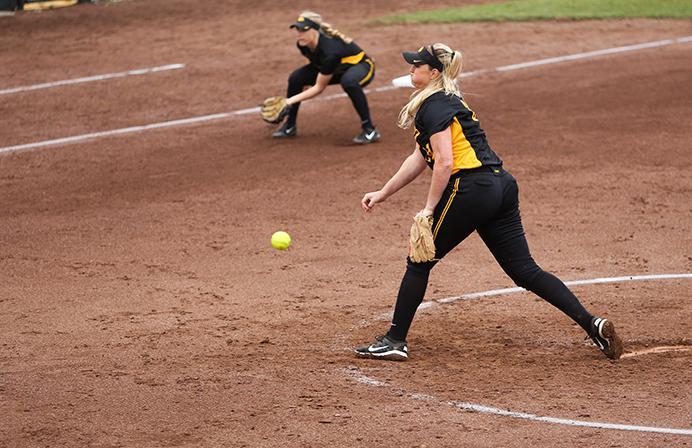 Softball Subdues Leathernecks The Daily Iowan