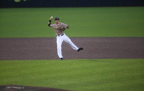 Hawkeye baseball leaves Hawaii with series draw