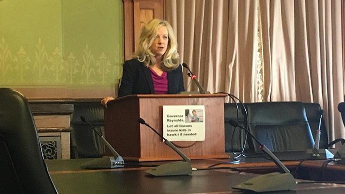 Sen.+Janet+Petersen%2C+D-Des+Moines%2C+describes+her+plan+to+expand+hawk-i+eligibility+at+the+State+Capitol+on+Monday.+Her+plan%2C+she+said%2C+would+extend+health-insurance+coverage+to+11%2C000+Iowan+children+in+2018.+%28Molly+Hunter%2FThe+Daily+Iowan%29