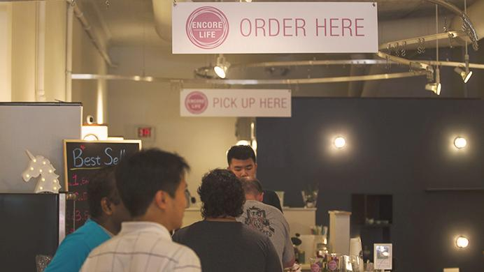Customers+wait+in+line+to+order+at+Encore+Life+on+July+8%2C+2017.+Shanru+Meng%2C+the+owner%2C+thought+about+having+her+own+shop+while+taking+college+classes.+%28Hieu+Nguyen%2FThe+Daily+Iowan%29