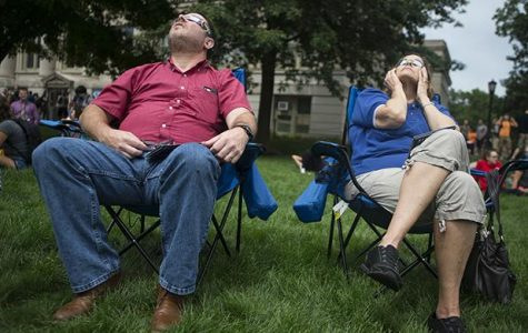 Iowa City comes together to view the solar eclipse