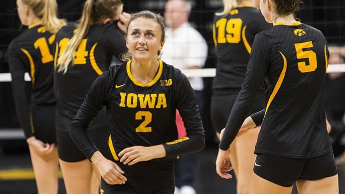 Iowa%27s+Ashley+Smith+looks+up+to+a+scoreboard+during+the+volleyball+Black+%26amp%3B+Gold+scrimmage+in+Carver-Hawkeye+Arena+on+Saturday%2C+Aug.+19%2C+2017.+The+Hawkeyes+will+host+their+first+home+game+against+Nebraska-Omaha+at+noon+on+September+1+to+kick+off+the+four+game+Hawkeye+Classic.+%28Joseph+Cress%2FThe+Daily+Iowan%29