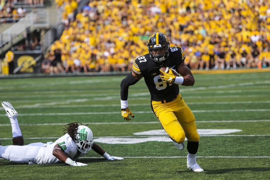 Iowa+tight+end+Noah+Fant+runs+with+the+ball+during+the+game+between+Iowa+and+North+Texas+at+Kinnick+Stadium+on+Saturday+Sept.+16%2C+2017.+%28Nick+Rohlman%2FThe+Daily+Iowan%29