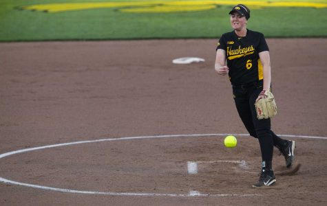 Iowa softball posts undefeated weekend