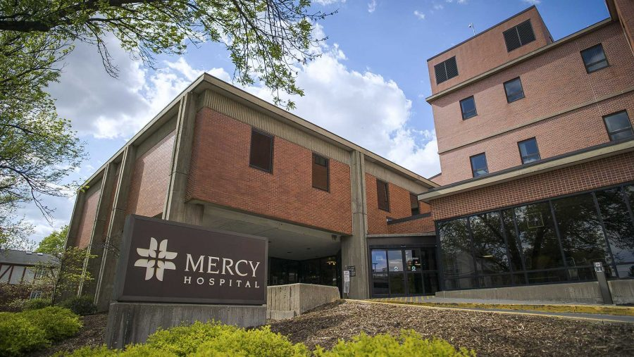 Mercy+Hospital+as+seen+from+the+street+in+Iowa+City+on+Thursday%2C+May+4%2C+2017.+Mercy+is+affiliating+with+the+Mercy+Health+Network+in+the+near+future.+%28The+Daily+Iowan%2FJames+Year%29