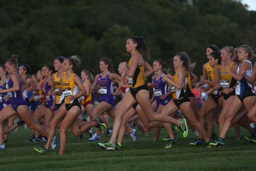 The+women+runners+start+the+3k+Hawkeye+Earlybird+Invitational+at+Ashton+Cross+Country+on+Friday%2C+Sept.+2%2C+2016.+Iowas+Tess+Wiberding+finished+first+with+a+time+of+10%3A20.4+to+help+the+team+take+first.+%28The+Daily+Iowan%2FFile+photo%29