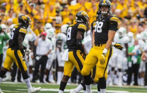 Tampa Bay Buccaneers select Iowa football's Anthony Nelson in fourth round of NFL Draft
