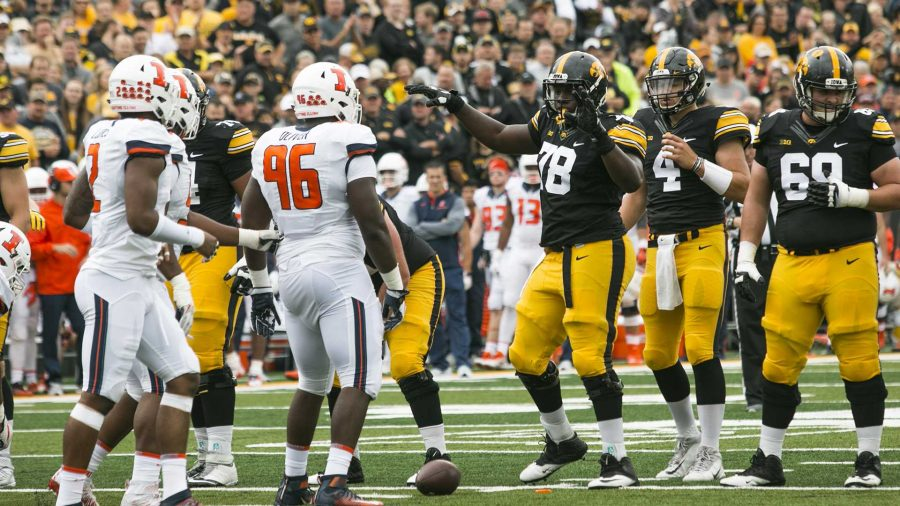 Iowa+offensive+linemen+James+Daniels+gestures+for+the+crowd+to+quiet+down+during+an+NCAA+football+game+between+Iowa+and+Illinois+in+Kinnick+Stadium+on+Saturday%2C+Oct.+7%2C+2017.++The+Hawkeyes+defeated+the+Fighting+Illini%2C+45-16.+%28Joseph+Cress%2FThe+Daily+Iowan%29