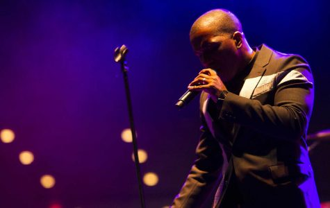 Leslie Odom Jr. performs at Hancher to large crowd