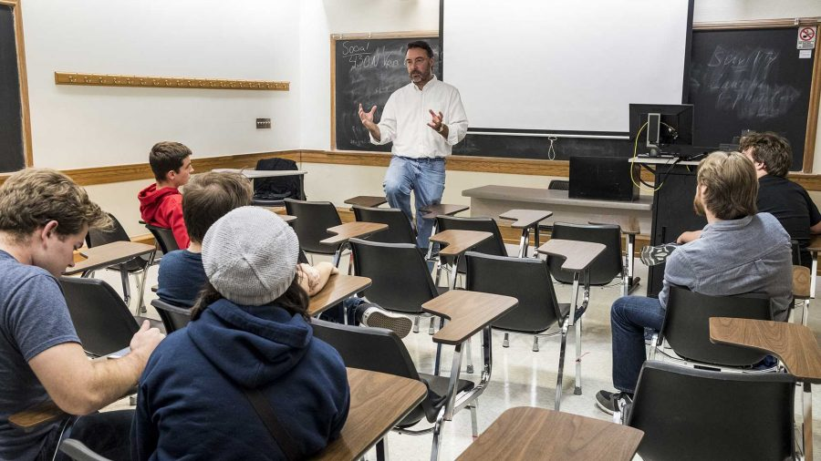 Nick Rohlman/The Daily Iowan Republican 2nd District candidate Chris Peters speaks to the local Young Americans for Liberty on Thursday. The group is a libertarian organization at the UI. (Nick Rohlman/The Daily Iowan)