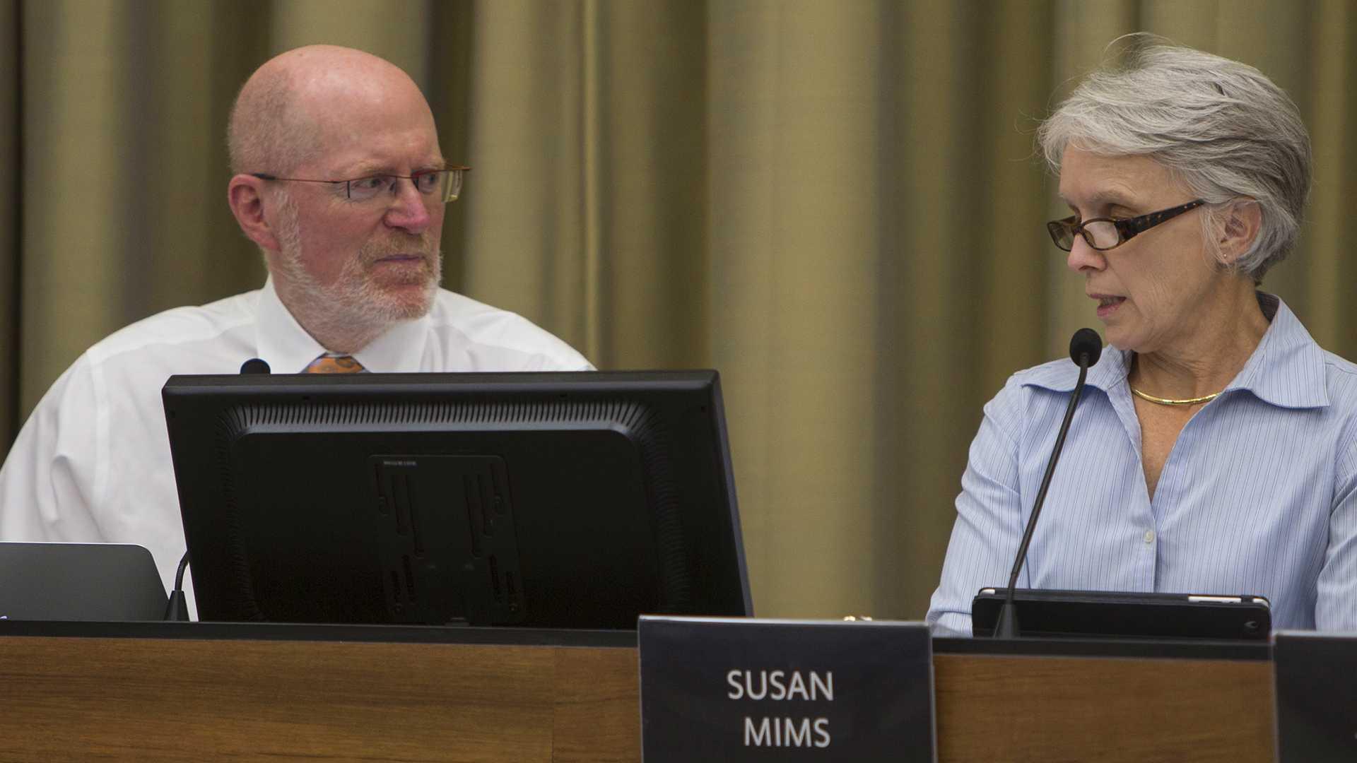 Iowa City mayor Jim Throgmorton and City Councilor Susan Mims speak during an Iowa City Council meeting on Tuesday, Oct. 18, 2016. (The Daily Iowan/Olivia Sun)