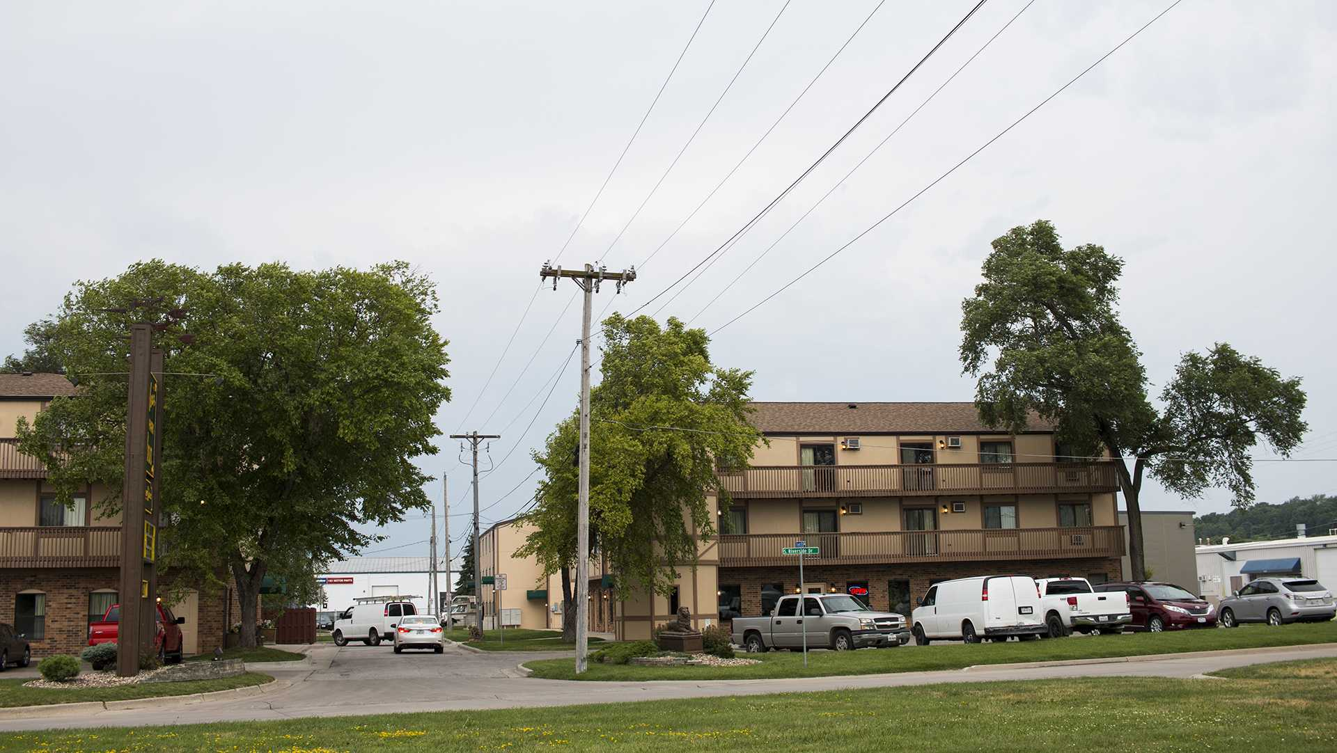 Alexis Park Inn is seen on Wednesday, June 28, 2017. owa City resident Ricky Ray Lillie was found in his Yellow Cab taxi after a call by another driver at 3:44 a.m. Wednesday. (Joseph Cress/The Daily Iowan)