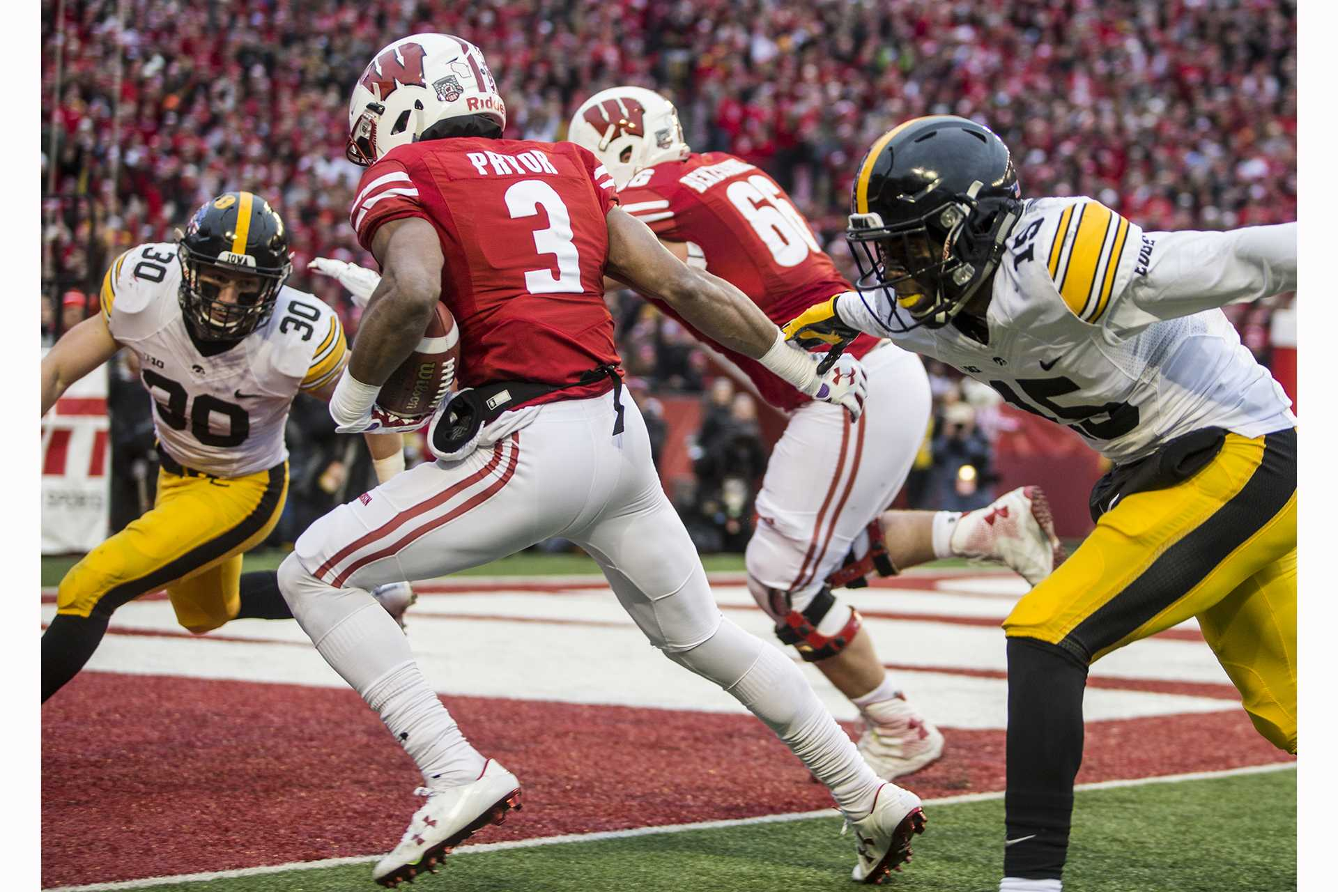 Wisconsin wide receiver Kendric Pryor strides into the end zone during Iowa's game against Wisconsin at Camp Randall Stadium on Saturday, Nov. 11, 2017. The badgers defeated the Hawkeyes 38-14. (Nick Rohlman/The Daily Iowan)