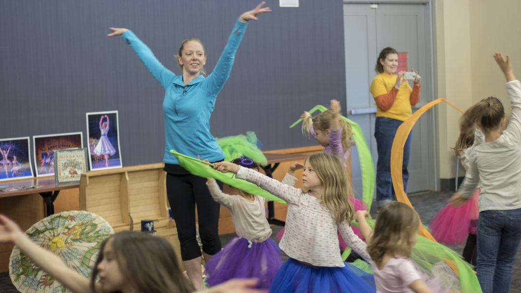 Children+are+taught+ballet+at+the+Iowa+City+Public+Library+on+Thursday%2C+Nov.+30%2C+2017.+Kids+in+attendance+were+read+excerpts+from+%22The+Nutcracker%22+and+taught+ballet+steps.+%28Shivansh+Ahuja%2FThe+Daily+Iowan%29