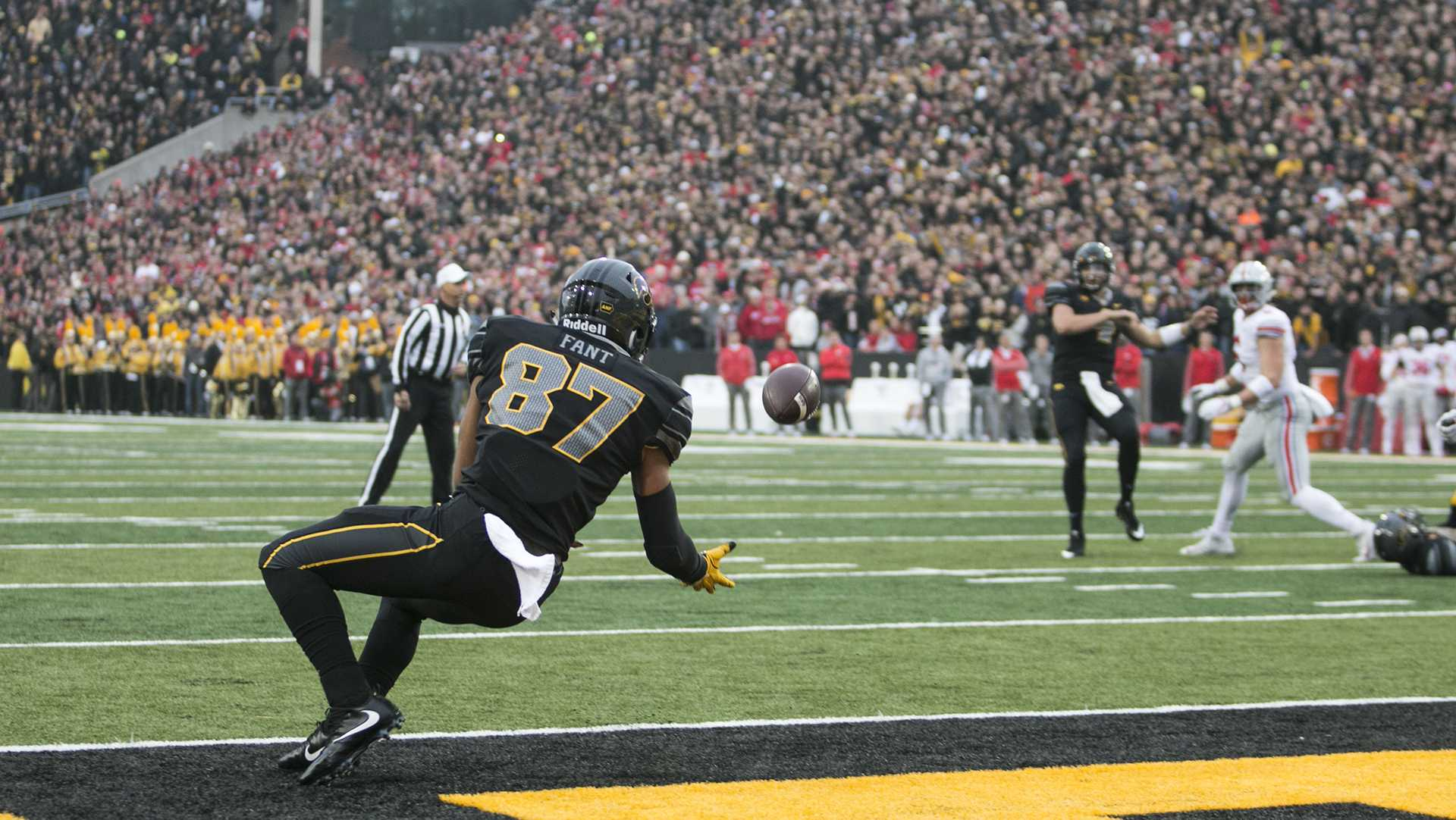 Iowa tight end Noah Fant catches a touchdown pass during the Iowa/Ohio State football game in Kinnick Stadium on Saturday, Nov. 4, 2017. The Hawkeyes defeated the Buckeyes in a storming fashion, 55-24. (Joseph Cress/The Daily Iowan)