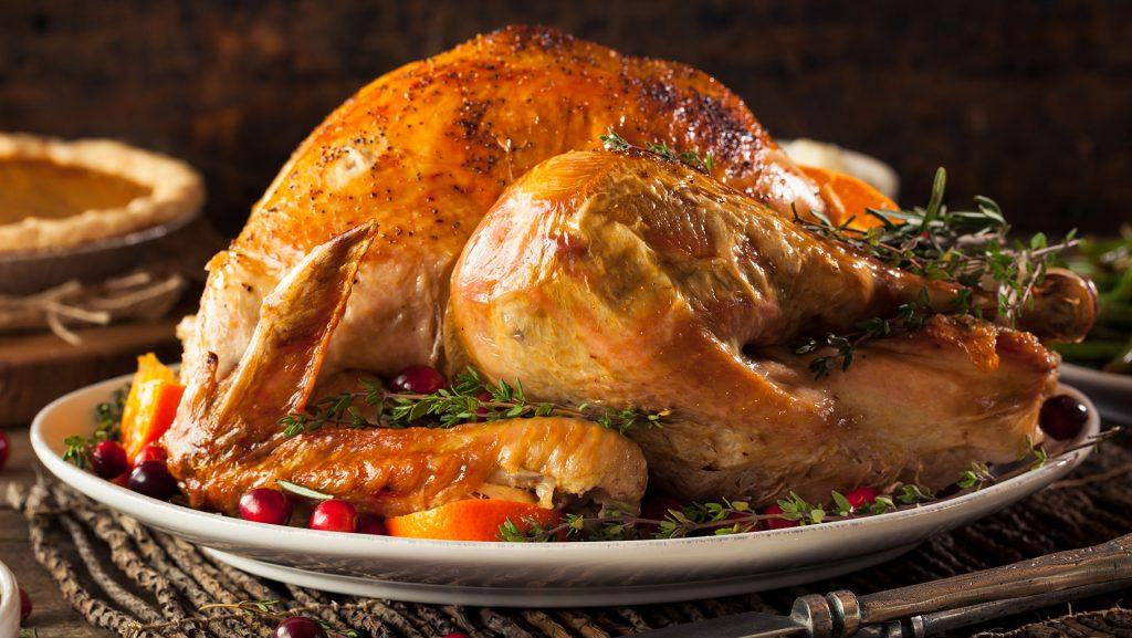 A+15-pound+turkey+should+be+enough+for+10+people.+If+your+guests+prefer+more+breast+meat%2C+buy+a+larger+turkey.+They+generally+have+more+breast+meat.+%28Dreamstime%2FTNS%29