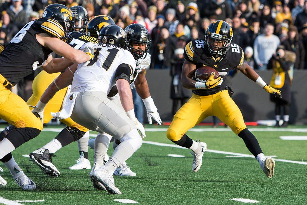 Iowa+running+back+Akrum+Wadley+cuts+back+during+a+game+against+Purdue+on+Saturday%2C+Nov.+18%2C+2017.+The+Boilermakers+defeated+the+Hawkeyes%2C+24-15.+%28David+Harmantas%2FThe+Daily+Iowan%29