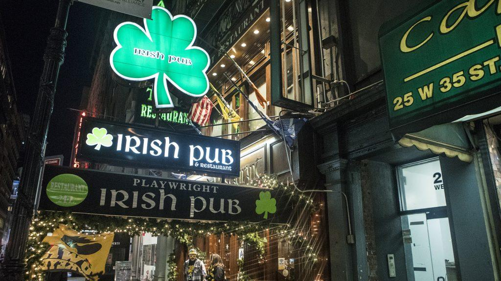 The+Playwright+Irish+Pub+in+New+York+City+hosted+Hawkeye+Happy+Hour+on+Tuesday%2C+Dec.+26%2C+2017.+The+Playwright+is+the+alumni+bar+for+the+NYC+Metro+I+Club+and+has+hosted+their+meet+ups+for+two+years+now.+%28Ben+Allan+Smith%2FThe+Daily+Iowan%29