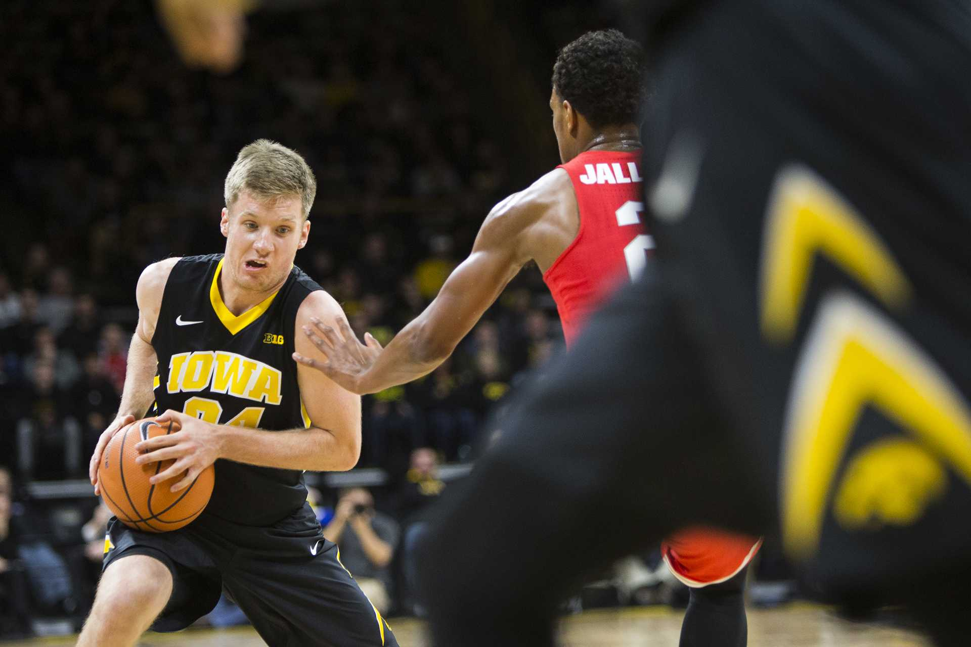Iowa guard Brady Ellingson looks to the lane during an Iowa/Ohio State men's basketball game in Carver-Hawkeye Arena on Thursday, Jan. 4, 2018. The Buckeyes defeated the Hawkeyes, 92-81. (Joseph Cress/The Daily Iowan)