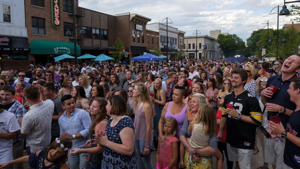 Partygoers+sing+along+to+Billy+Joel%27s+%22Piano+Man%22+performed+by+dueling+pianists+on+Wasahington+Street+during+the+Iowa+City+Downtown+District+Block+Party+on+Saturday+June+25%2C+2017.+The+Block+Party%2C+hosted+by+the+ICDD+was+the+first+use+of+Iowa+City%27s+changed+rules+allowing+open+containers+for+select+events+downtown+%28Nick+Rohlman%2FThe+Daily+Iowan%29