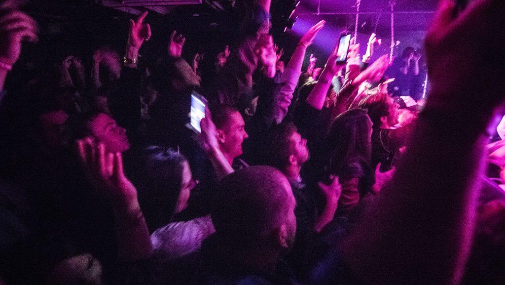 The+crowd+during+an+Afroman+concert+at+Gabe%27s+on+Saturday%2C+28+January+2017.+The+venue+was+sold+out+a+week+prior+to+the+performance+that+featured+Afroman+alongside+supporting+acts+with+Semi+Sixteenz%2C+A%24thmattic%2C+Derek+James%2C+A-Wet%24+%26amp%3B+Jack+Sueno%2C+C+Jones%2C+and+DJ+Peer+Pressure.+%28The+Daily+Iowan%2FJames+Year%29