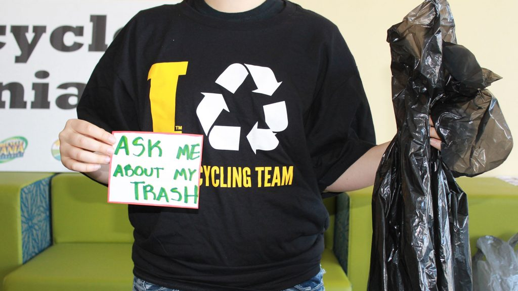Recycle+Mania+Intern+Elana+Becker+kicks+off+Earth+Month+in+the+Office+of+Sustainability+on+Monday%2C+March+28%2C+2016.+The+Office+of+Sustainability+just+ended+Recycle+Mania%2C+and+is+encouraging+students+to+carry+their+trash+bags+over+their+backs+around+campus+this+week+as+a+way+to+raise+awareness+of+how+much+trash+a+single+person+can+produce.+%28The+Daily+Iowan%2FMcCall+Radavich%29