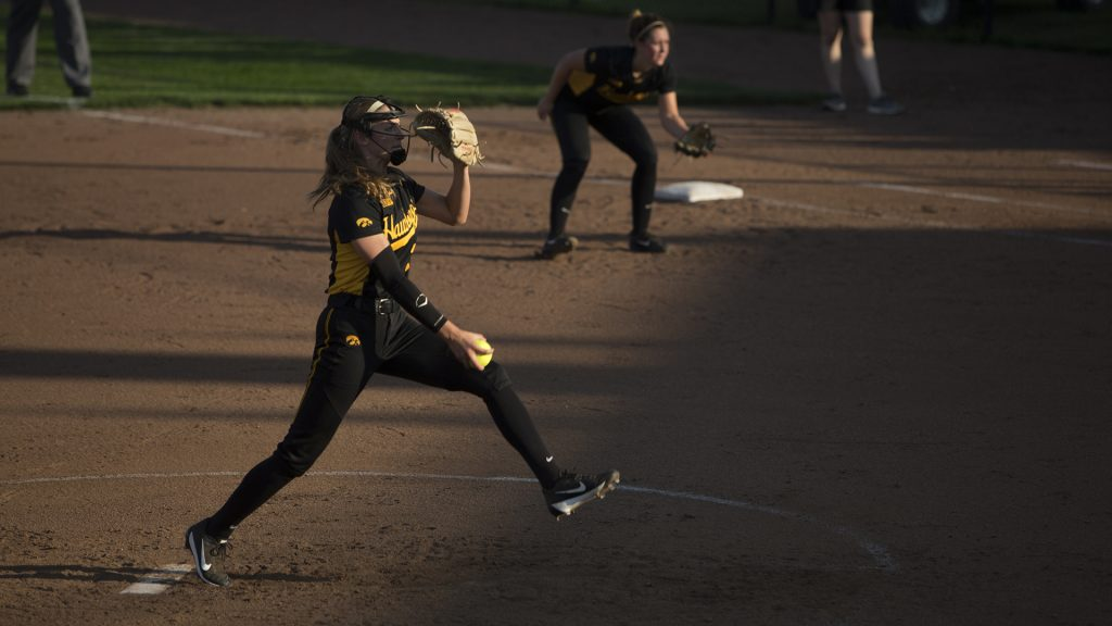 Allison+Doocy+pitches+for+the+Hawks+at+the+Pearl+Field+Hawkeye+Softball+complex+on+Friday%2C+Sept.+22%2C+2017.+Hawkeyes+defeated+Kirkwood+Community+College+5-3.+%28Ashley+Morris%2FThe+Daily+Iowan%29