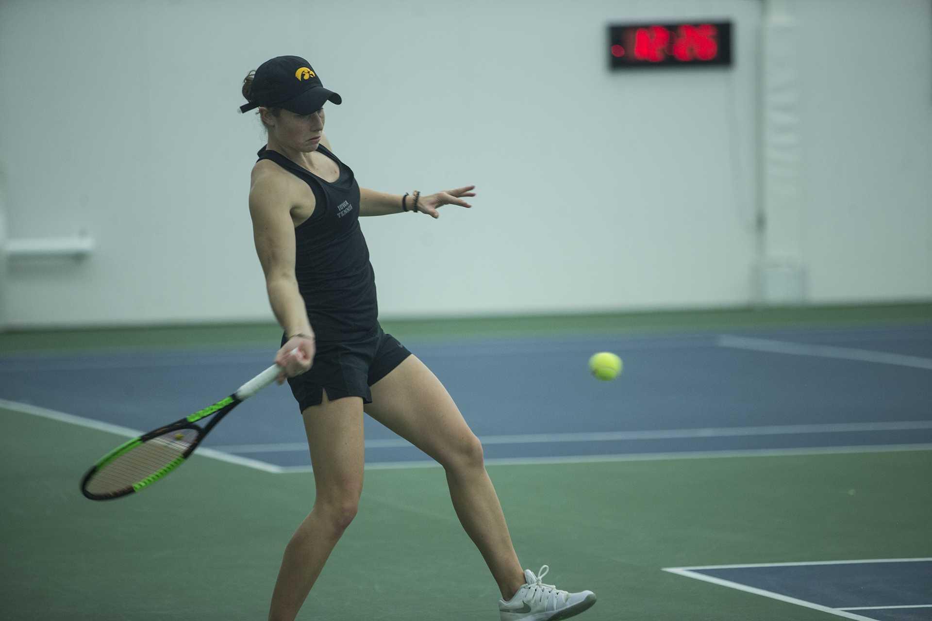 Hawkeye women's tennis flips script quickly, splits 1-1 on the road