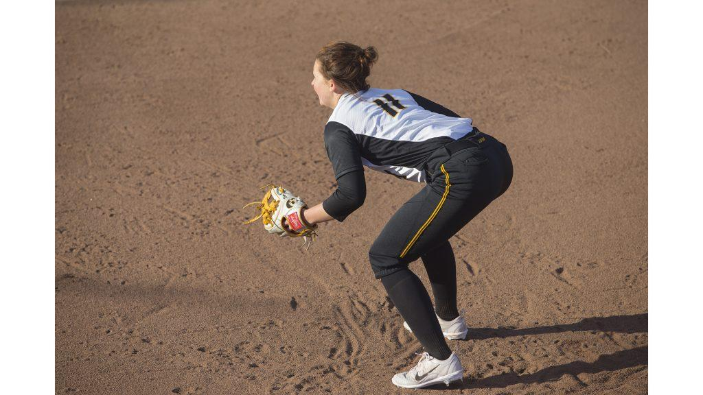 Pitcher+Mallory+Kilian+stands+ready+near+first+base+during+Women%27s+Softball+Iowa+vs.+South+Dakota+State+University+at+Bob+Pearl+Field+on+March+21%2C+2018.+The+Jackrabbits+defeated+the+Hawkeyes+5+to+2+in+the+7th+inning.+%28Katie+Goodale%2FThe+Daily+Iowan%29