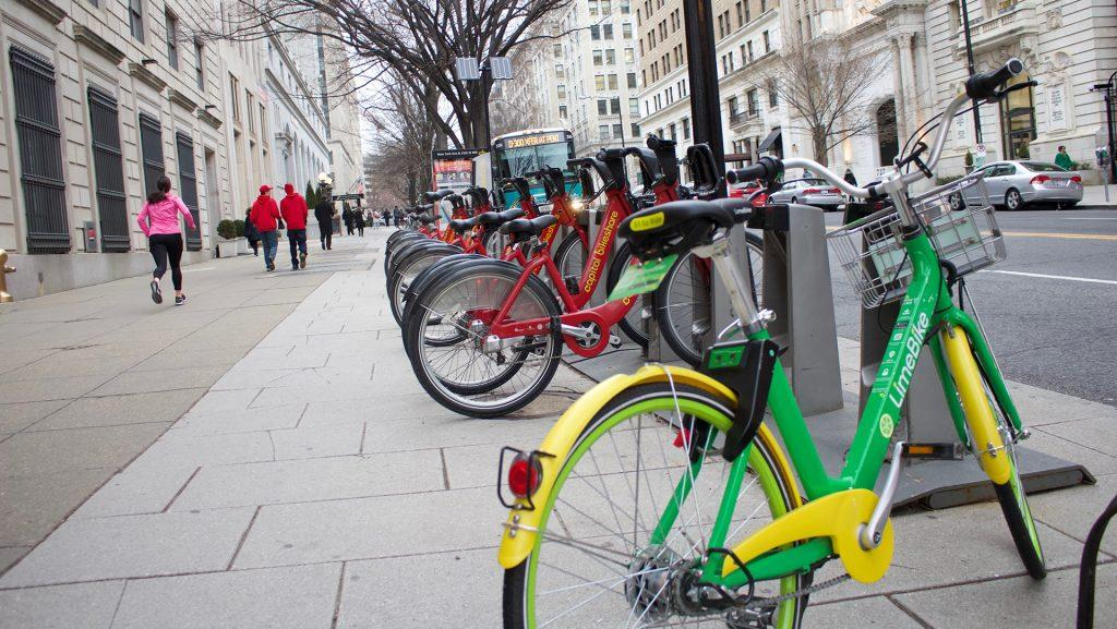 A+dockless+bike+stands+before+a+row+of+docked+bikes+in+Washington+on+March+12.+Iowa+City+is+considering+bringing+a+dockless+bike-share+system+to+town+after+the+technology+has+had+success+in+many+cities+nationwide.+%28Katelyn+Weisbrod%2FThe+Daily+Iowan%29