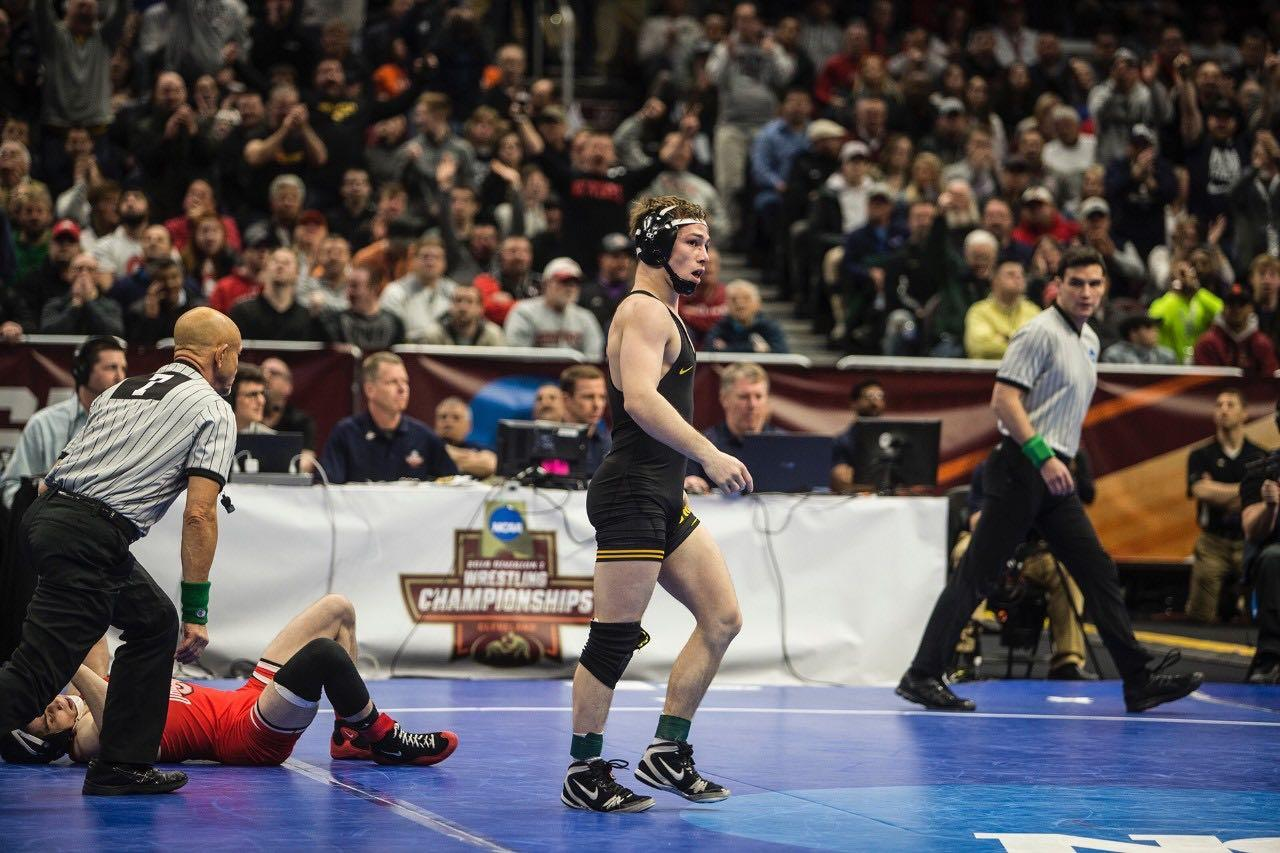 Lee reaches finals at NCAAs with pin of Tomasello