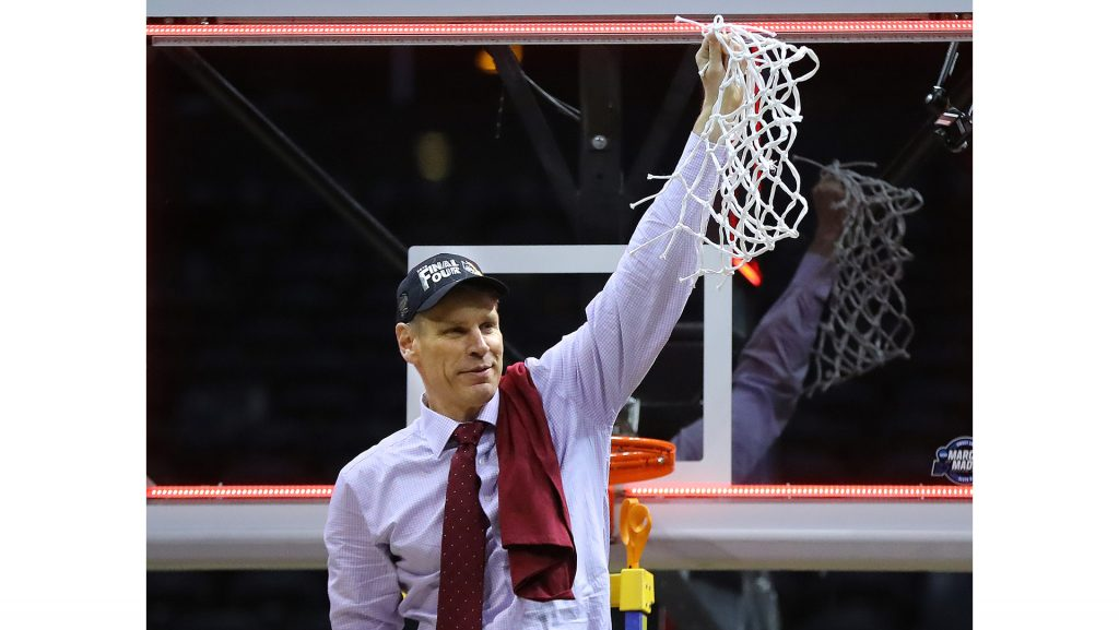 Loyola+head+coach+Porter+Moser+cuts+down+the+net+after+a+78-62+win+against+Kansas+State+in+an+NCAA+Tournament+regional+final+at+Philips+Arena+in+Atlanta+on+March+24%2C+2018.+%28Curtis+Compton%2FAtlanta+Journal-Constitution%2FTNS%29